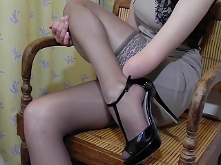 Sexy pantyhose videos and sex clips, featuring sexy chicks wearing revealing pantyhose.